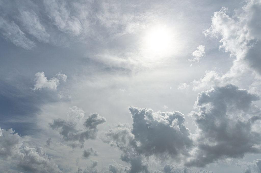 空と雲、太陽